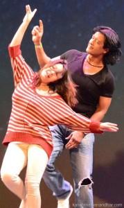 rajesh_karishma_stage_dance